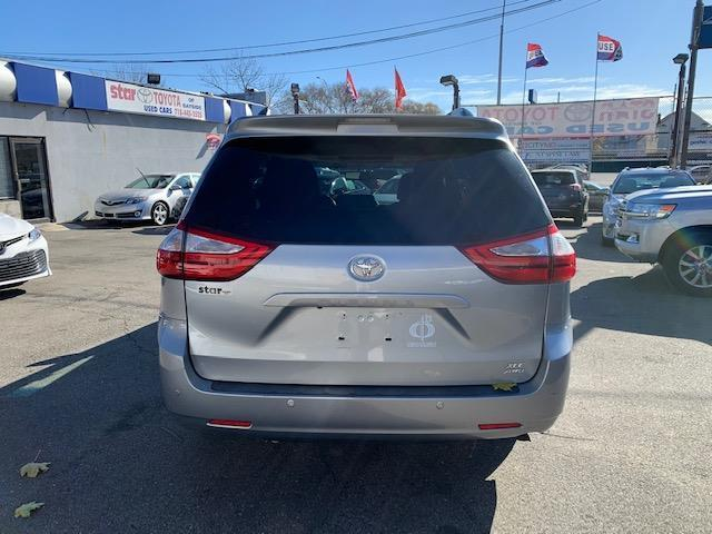 Pre-Owned 2015 Toyota Sienna 5dr 7-Pass Van XLE AWD (Natl)